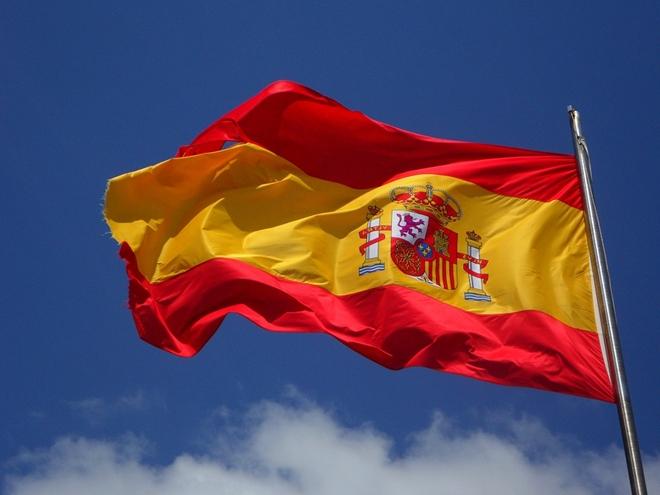 spanische-flagge-im-wind