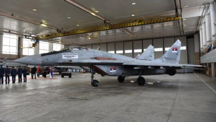 MiG im Hangar