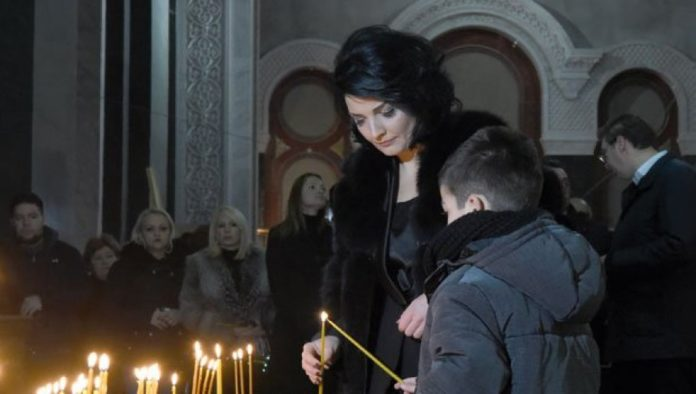 Milena Ivanovic mit Sohn beim Gottesdienst