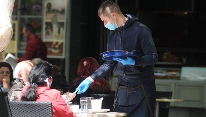 Maskentragen auch außerhalb von Cafes