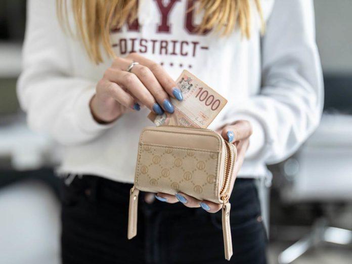 geld-wandert-ins-portmonnaie