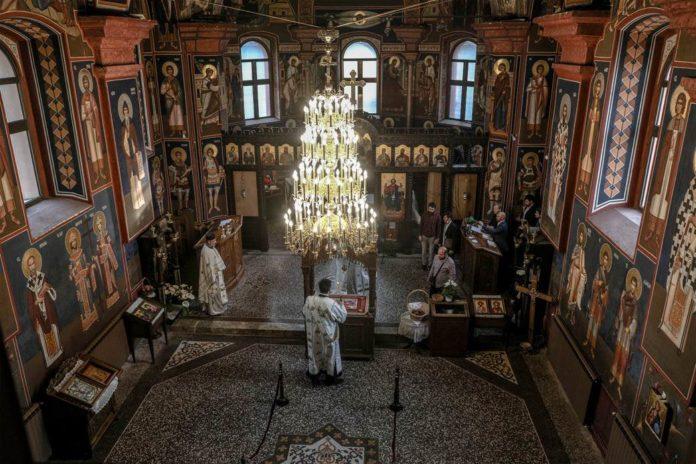liturgie-in-serbisch-orthodoxer-kirche-am-osterdienstag
