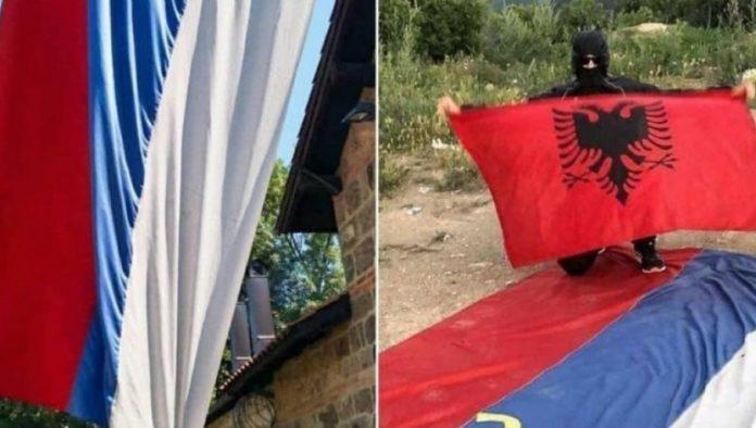 Dieser Bandit stahl die Flagge vom Eingangstor von Gracanica