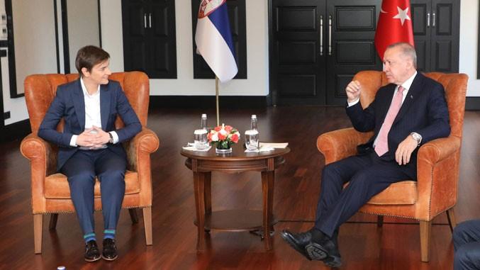 Serbiens Premierministerin Ana Brnabic und der türkische Präsident Erdogan