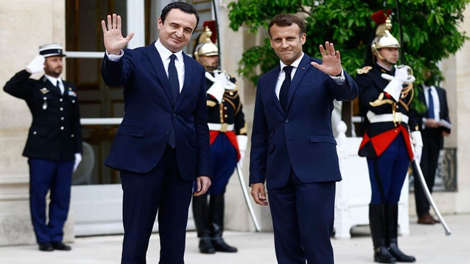 Kurti und Macron bei Pressetermin