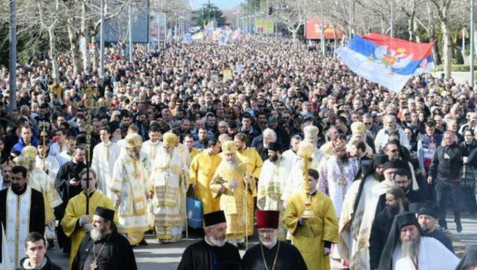 orthodoxe-gläubige-protestieren-in-podgorica