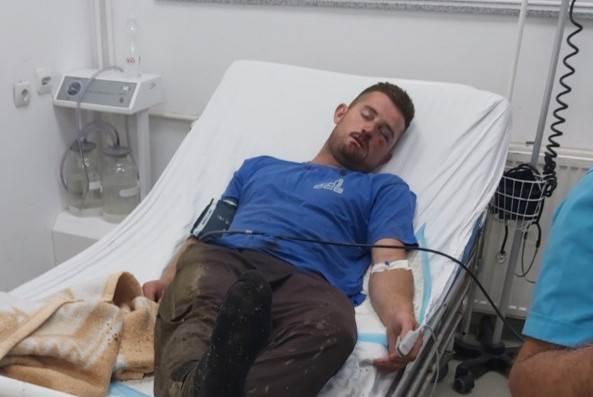 Der junge Nikola muss nach dem Angriff im Krankenhaus behandelt werden