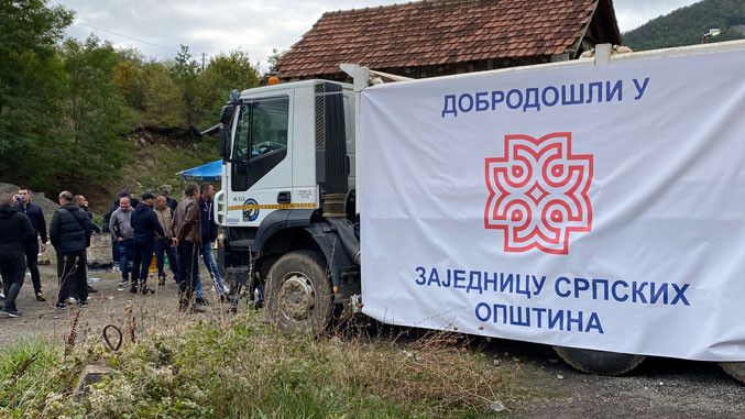 Die Demonstranten fordern die Errichung des serbischen Gemeindeverbandes