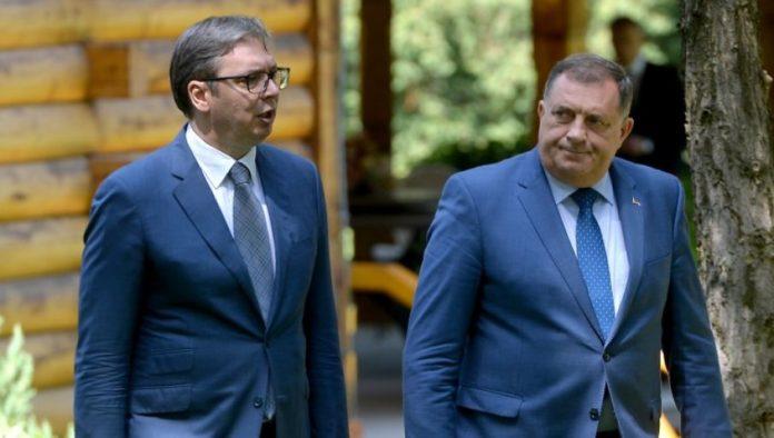 Aleksandar Vucic und Milorad Dodik bei gemeinsamem Treffen