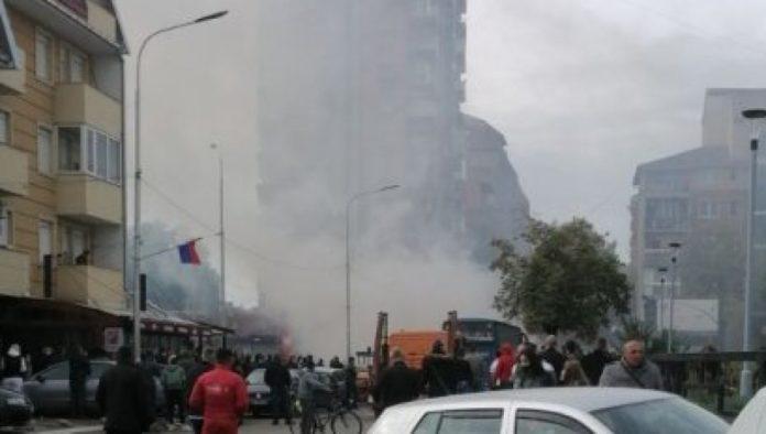 Gestern kam es zu massiver Polizeigewalt in Kosovska Mitrovica