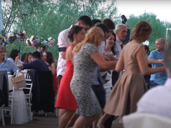 Hochzeitsfeiern sind in Coronazeiten gefährlich